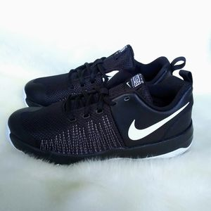 Nike Team Hustle Quick Womens Sneakers